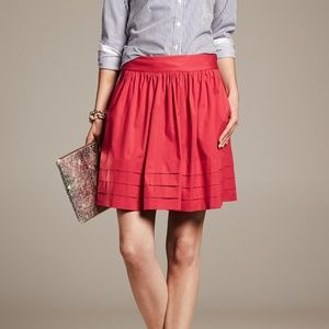 Banana Republic Pleated Circle Skirt in Red, Sz 6